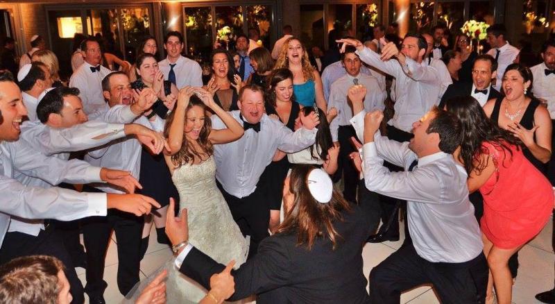 Dancing Jewish Circle DanceHORALos Angeles Wedding Bat Or Bar Mitzvah
